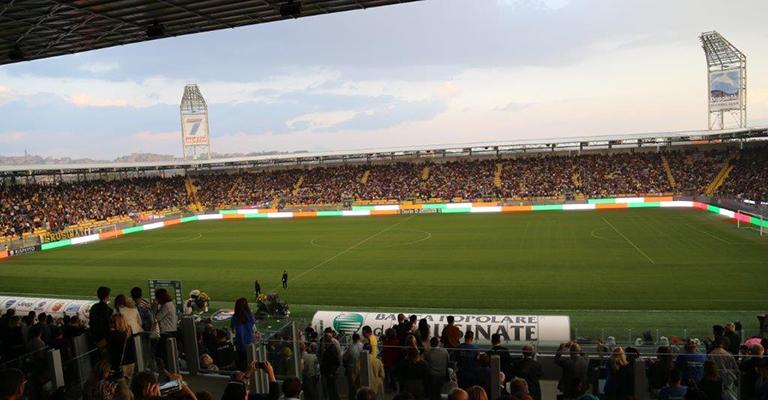 Illuminazione allo stadio di Frosinone - OfficeBit: arredi e mobili ...
