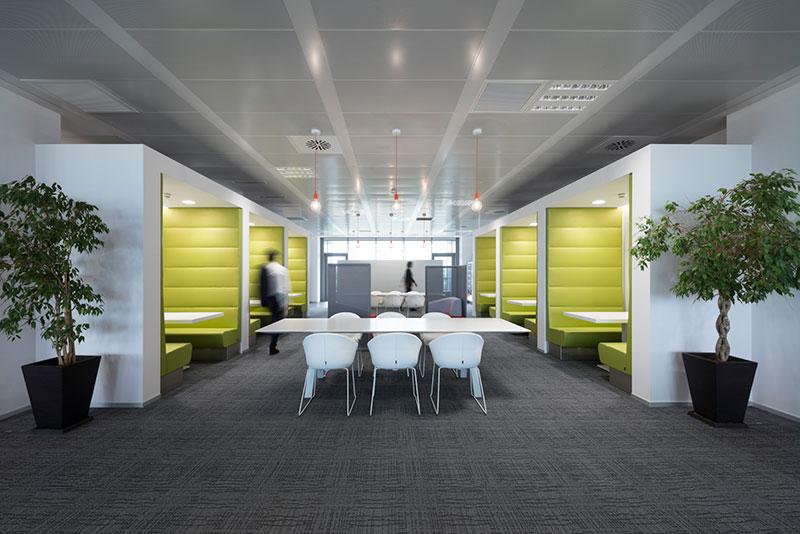 Plafoniere Per Uffici : I nuovi uffici smart di sky officebit arredi e mobili per