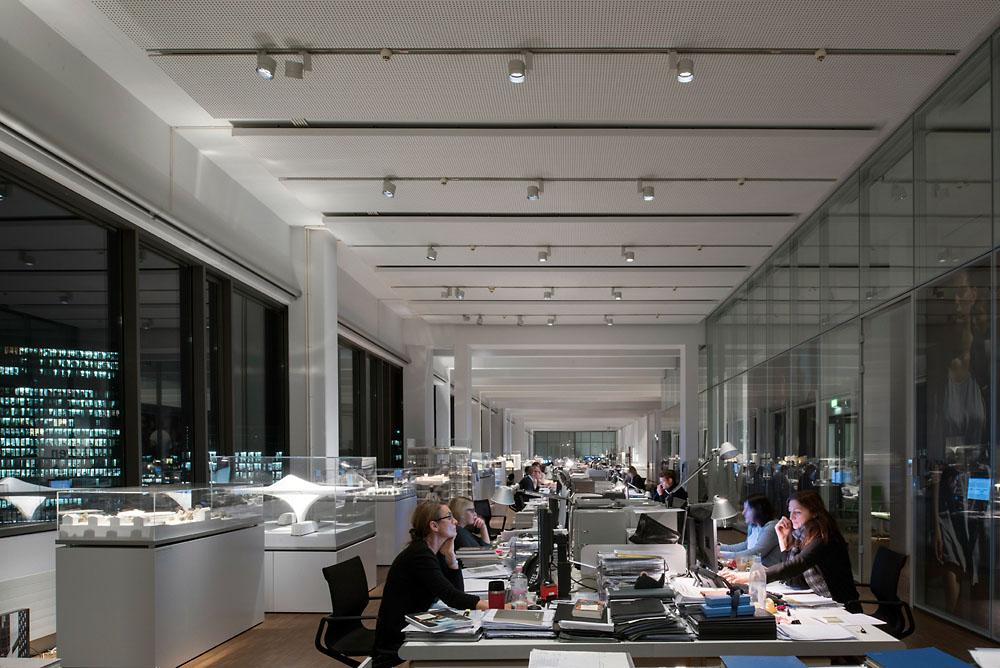 Una luce efficiente per un lavoro creativo officebit: arredi e