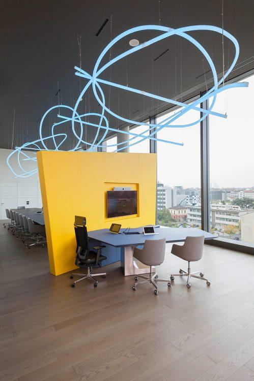 Scultura luminosa uffici Fastweb
